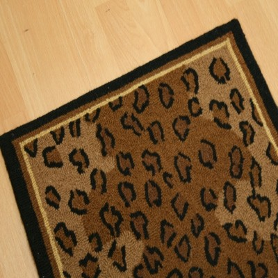 2 x 3 hand hooked cheetah print scatter rug